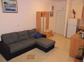 Hotel photo: Apartment Rogoznica 13684a