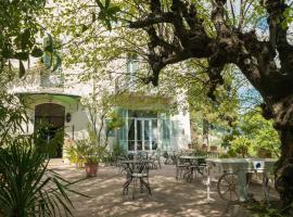 Hotel Photo: La Bellaudiere