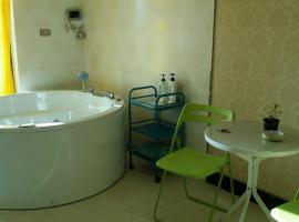 Foto di Hotel: Romantic Warm House