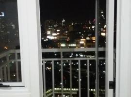 Hotel fotoğraf: Doan Condo at Amaia Skies Avenida.