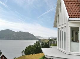 Hotel Foto: Four-Bedroom Holiday Home in Farsund