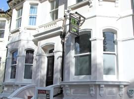 A picture of the hotel: Brighton Youthful Hostel.....by the Sea