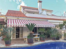 Hotel photo: Four-Bedroom Holiday Home in Sant Pere de Ribes