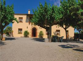 A picture of the hotel: Holiday Home La Caseta - 08