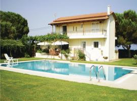 Hotel Photo: Five-Bedroom Holiday home with Sea View in Rogitika Achaia