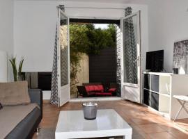 Photo de l'hôtel: 2 rooms flat w terrace, Air Rental