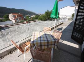 Zdjęcie hotelu: Apartment Grebastica 6103b