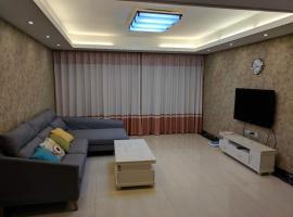 Hotel photo: Seaview Apartment Near Tiyu Park