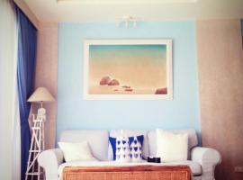Hotel photo: Vintage Beachfront Condominium