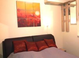 Foto di Hotel: little home apartman