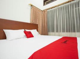 ホテル写真: RedDoorz near Balai Kota Surabaya