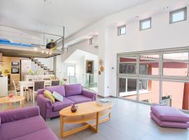 Foto do Hotel: 5BR Acropolis Dreamhouse