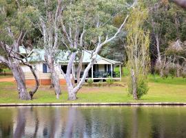 Hotel Photo: Bushy Lake Chalets