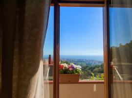 Hotel Photo: Villa Mareluna - Sea view and garden