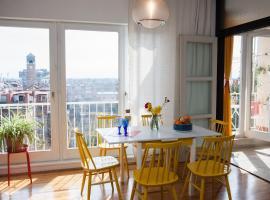 Hotel photo: Spacious Designer Apartment in City Center