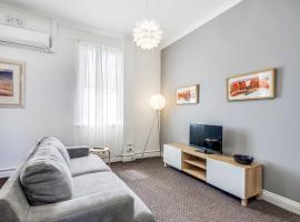 Фотографія готелю: Stylish 3 bed apartment in trendy Balmain