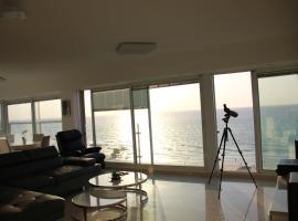 Hotel photo: GK Apartment Beautiful sea view Ben Gurion 47