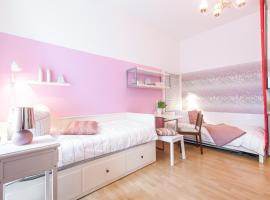 A picture of the hotel: Süßes 1-Zimmer-Apartment in Kollwitzplatz-Nähe
