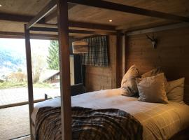 Foto di Hotel: Luxury Chalet with Sauna, Hot Tub and Mountain View Close to Slopes