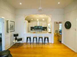 Hotel kuvat: 3 Bedroom / 2 Bath Queenslander - Aeroglen