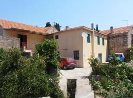 Hotel fotoğraf: Apartment Vrisnik 4051a