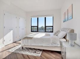 A picture of the hotel: LUXURIOUS 2BR/2BA!! 1 STOP from NYC!! Sleeps 8!!