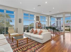 Фотографія готелю: Elegant, 3-bedroom unit with Harbour views