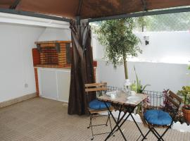 Foto do Hotel: Linda a Velha Apartment with private backyard