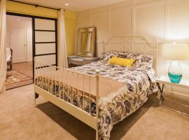 A picture of the hotel: Great family guest Garden Level Suite