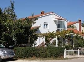 Hotel photo: Apartment Valbandon 7228a