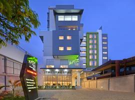 Фотография гостиницы: Whiz Prime Hotel Basuki Rahmat Malang