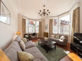 酒店照片: Beautiful Spacious 3 bedroom House in Battersea