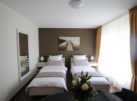 Hotel Photo: Ferienwohnung Messezimmer Flughafen Köln Bonn R02