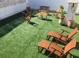 Hotel photo: Appartement de luxe avec jardin privé.