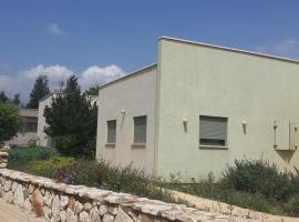 A picture of the hotel: Tzeri's House- Naktrina