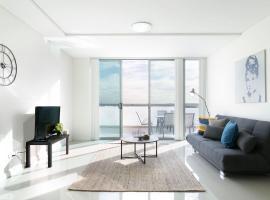 Hotel photo: Penthouse Apartment Near CBD & Airport + Parking