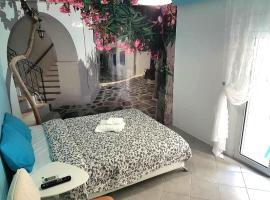 Foto di Hotel: Renovated, near metro with backyard, Acropolis 10 min