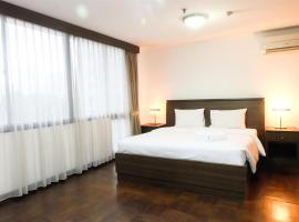 Hotel photo: 2 BR Park Royale Apartment Near Semanggi By Travelio