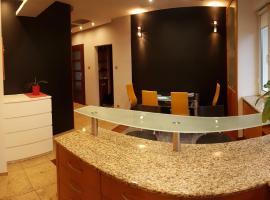 Hotel kuvat: Stylowy apartament na os. Kopernika