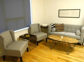 Hotel photo: Great 1BR Apt. Near Mall With Parking!