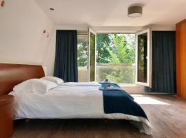 A picture of the hotel: The Graaf Floris Home