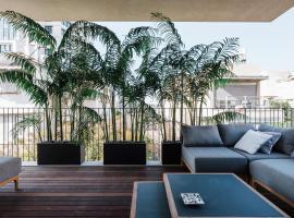 Hotel photo: Modern by Nevetzedek