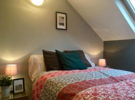 A picture of the hotel: Attic Flat by University