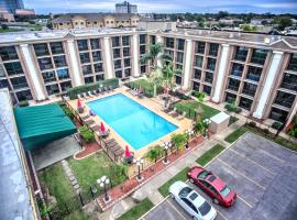 A picture of the hotel: Ramada by Wyndham Metairie New Orleans Airport