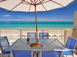 A picture of the hotel: Adelaide Luxury Beach House