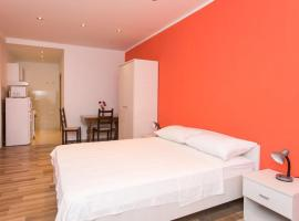 A picture of the hotel: Apartments Deni 10