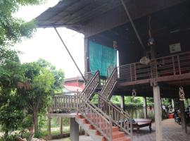 Hotel photo: Cambodia Traditional Wooden House