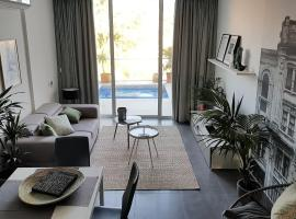 Foto di Hotel: Duplex Maisonette with Heated P-Pool and Jacuzzi