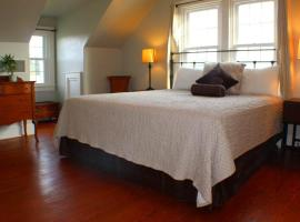 "Hotel photo: Historic Manteo ""Tumblehome"" Home"