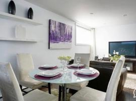 호텔 사진: 2-Bedroom Basement Apartment near metro Henri-Bourassa